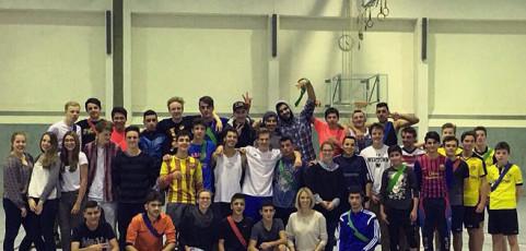 Fußballspiel mit unbegleiteten minderjährigen Flüchtlingen