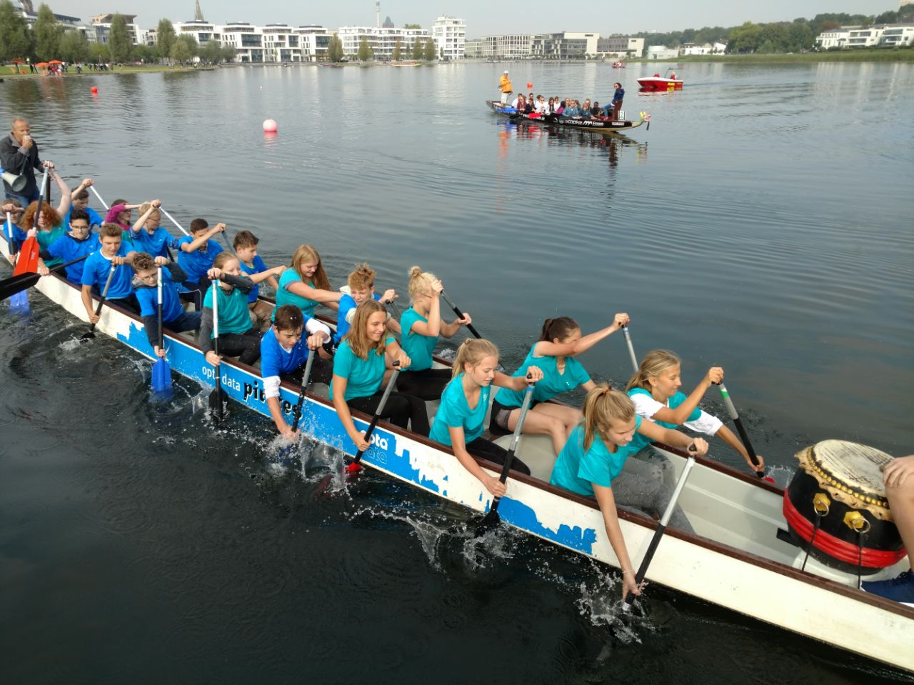 Drachenboot-Festival: Gute Stimmung trotz schlechtem Wetter