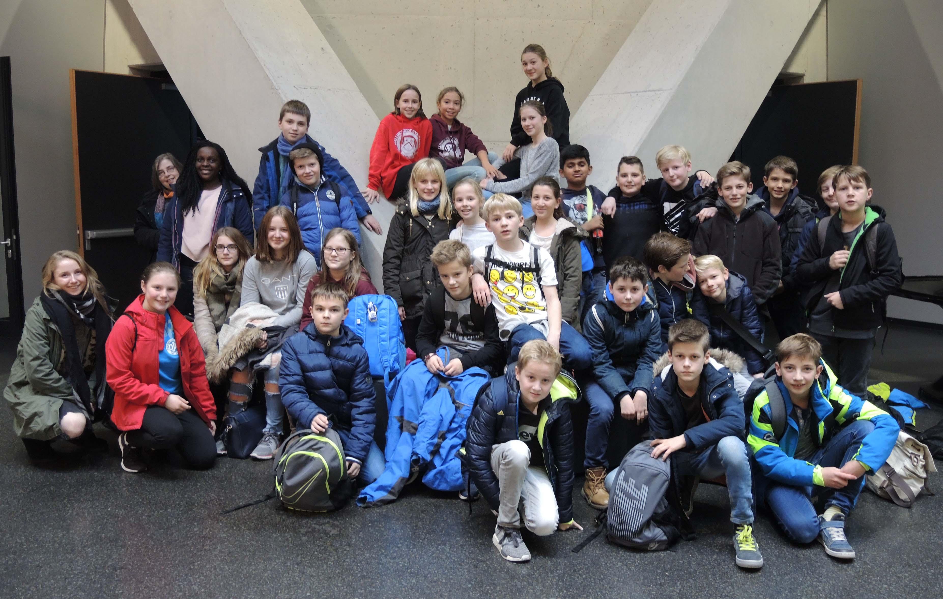 Naturwissenschaftliche Klassen besuchen Phänomenta in Lüdenscheid
