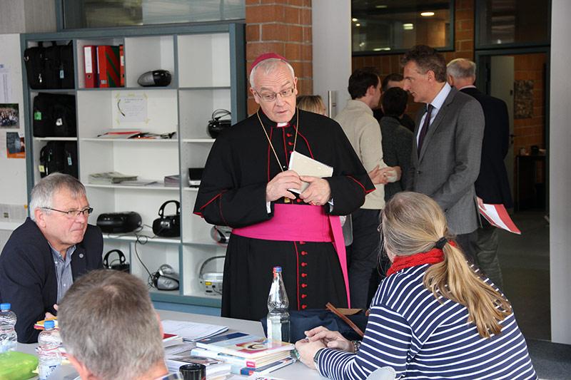 Weihbischof zu Besuch im Mallinckrodt-Gymnasium