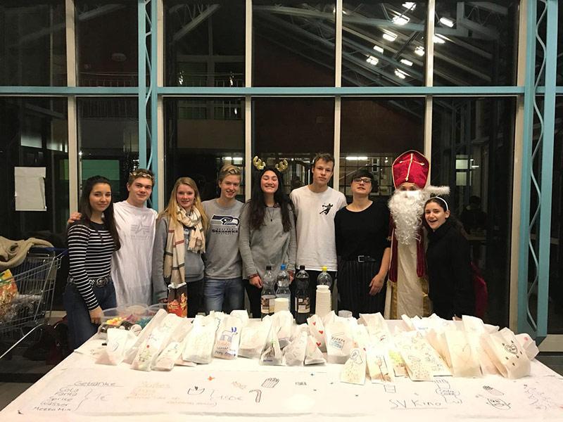 50 Schülerinnen und Schüler bei SV-Kino in Sporthalle