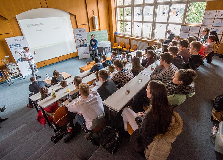 Schüler entwickeln Apps – und werden von accenture beurteilt