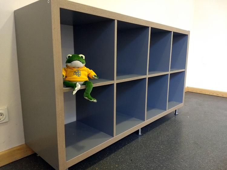 Offenes Bücherregal füllt sich hoffentlich schnell
